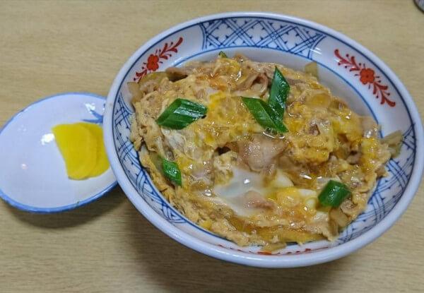 親子丼で、浜田でおすすめな蕎麦屋にしきそばさんの親子丼の画像です。